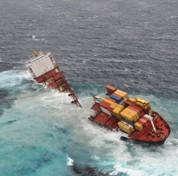 Un cargo coupé en deux en Nouvelle-Zélande