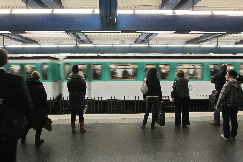 La ligne 4 du métro file vers Montrouge et Bagneux