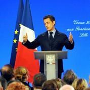 Sarkozy rend hommage à l'administration