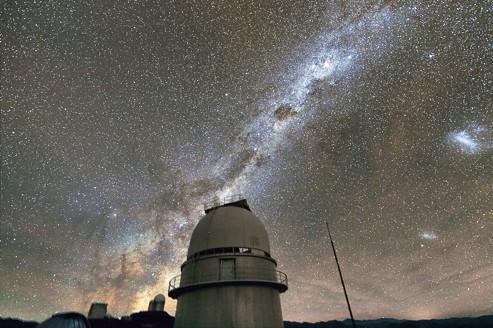 Les planètes les plus abondantes semblent être les «super-Terres», des corps rocheux faisant de 5 à 10 fois la masse de la Terre, présentes en moyenne autour des deux tiers des étoiles.