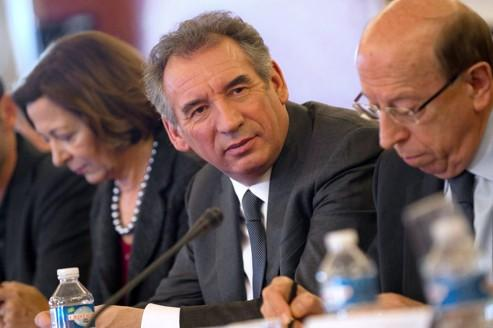 Bayrou propose de «changer de modèle de société»