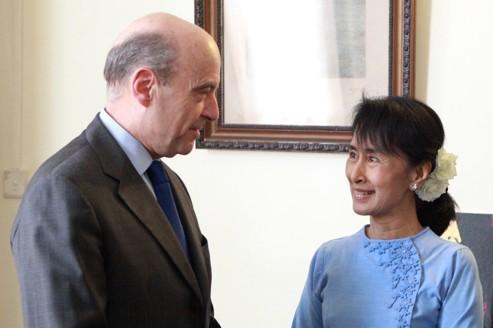 Alain Juppé rencontre à Rangoun Aung San Suu Kyi