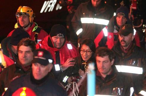 La passagère sud-coréenne, qui était en voyage de noces avec son mari, apparaît après avoir été sauvée du naufrage dans la nuit de samedi à dimanche.
