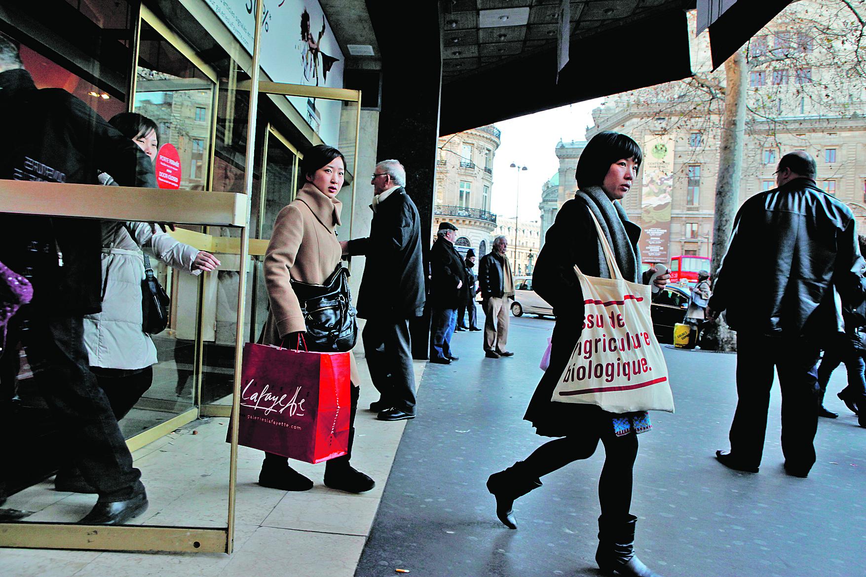 Les touristes chinois flambent en shopping