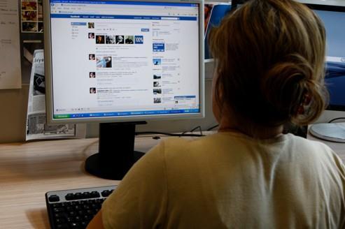 Les salariés deviennent accros aux réseaux sociaux
