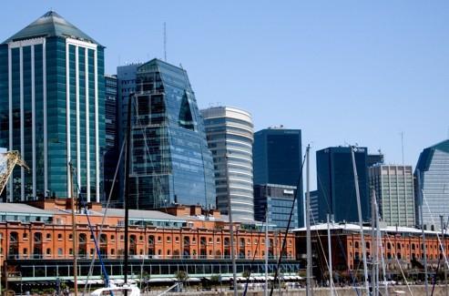 Quartier d'affaires à Buenos Aires. Les flux migratoires entre l'Espagne et l'Argentine se sont complètement inversés.