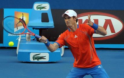 Murray attend Djokovic