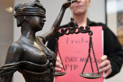 Un courrier de la juge fait réagir les victimes de PIP