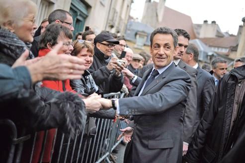 Sarkozy reprend l'initiative