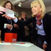 Allemagne: l'épouse de Schröder recalée