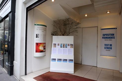 Entrée d'un immeuble de l'Église de Scientologie, dans le XVIIe arrondissement de Paris.