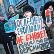 Pro et anti Poutine dans la rue malgré le froid