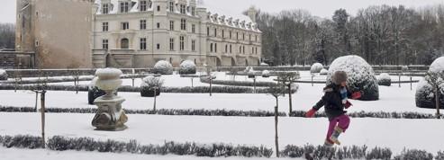 Le froid persistera jusqu'en milieu de semaine prochaine<br /> &nbsp;&raquo; width=&nbsp;&raquo;536&Prime; height=&nbsp;&raquo;234&Prime; border=&nbsp;&raquo;0&Prime; /></a></strong></p> <p><strong>Absente depuis le début de l'hiver, la neige s'est décidée à rattraper le temps perdu. Comme ici à Dulverton, en Angleterre, le sol français s'est recouvert de blanc. Après être tombés lundi soir sur l'ouest de l'Hexagone, les flocons ont gagné la nuit suivante le Massif central et la région lyonnaise avant de s'inviter au petit matin sur l'est et du sud-est du pays. Au total, 14 départements restaient placés mardi en alerte orange &laquo;&nbsp;neige-verglas&nbsp;&raquo; pour le premier épisode neigeux notable de l&rsquo;hiver. La couche de neige pourrait atteindre 10 à 15 cm à certains endroits. La prudence est de mise.</strong></p> <p><strong><img src=