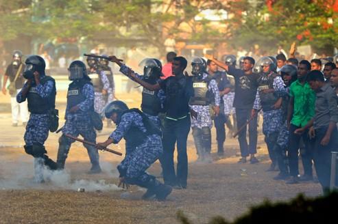 Maldives : le président jette l'éponge après une mutinerie