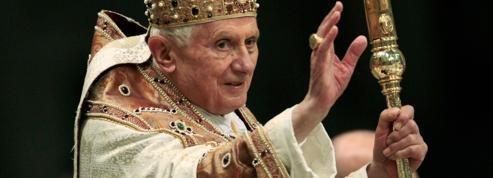 Pédophilie : pourquoi Benoît XVI garde-t-il ses distances?