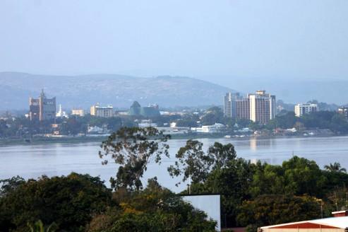 Le rapport de la Banque mondiale souligne la faiblesse des échanges entre Kinshasa et Brazzaville, deux capitales séparées par le fleuve Congo sans pont pour les relier.