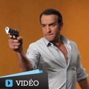 Jean Dujardin se prend pour James Bond