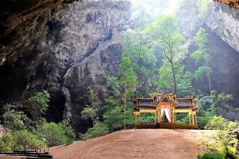 En Thaïlande dans le secret des grottes de Bouddha