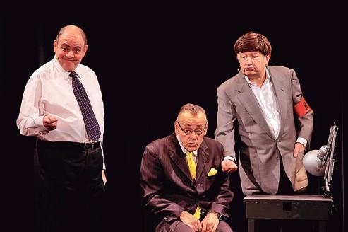 Pas nique au fmi une farce moderne irr sistible for Une farce au theatre