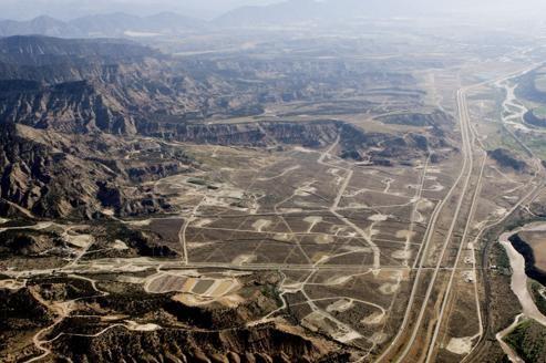 La production de gaz non conventionnels nécessite un nombre important de forages (comme ici dans le Colorado, aux États-Unis).