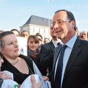 Hollande soucieux de coller au terrain