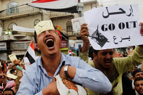 Des manifestants anti-gouvernement demandent la fin du régime Saleh à Sanaa, au Yémen, le 18 mars 2011.