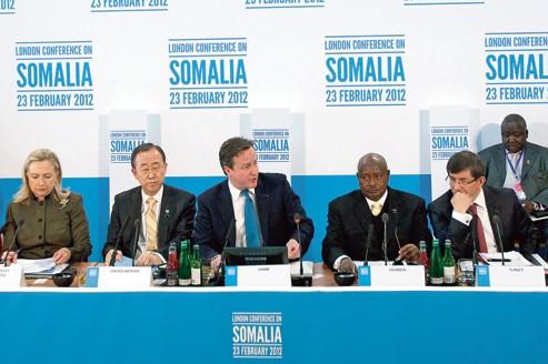 David Cameron (au centre), et des représentants de plus de cinquante pays, lors de la conférence internationale sur l'avenir de la Somalie, jeudi, à Londres.