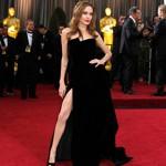 Angelina Jolie et sa robe échancrée.