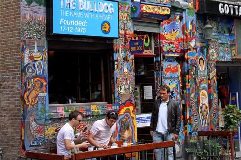 Le Bulldog est le plus ancien des coffee shops d'Amsterdam.