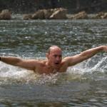 La technique de nage de Poutine a été décortiquée.
