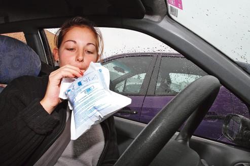 À partir du 1er novembre 2012, le défaut de possession d'un éthylotest sera sanctionné par une amende de 11 euros.