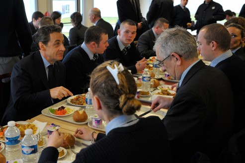 Nicolas Sarkozy, lundi, à la cantine du centre de réinsertion de Saint-Quentin.