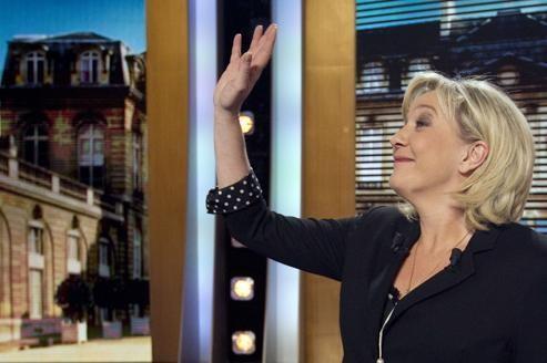 Marine Le Pen sur le plateau de Parole de candidat, avant l'enregistrement de l'émission le 5 mars.