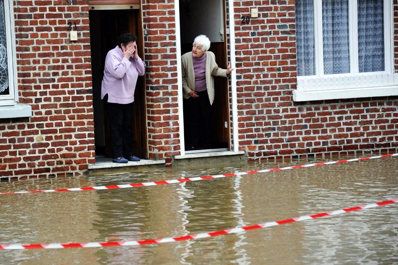 <b>A l'eau</b><br /> Les pompiers du Nord ont procédé à 500 interventions liées aux chutes de neige et aux pluies, notamment pour des problèmes de caves et de routes partiellement inondées. La commune de Steenwerck (Nord), dont les rues ont été inondées, a été particulièrement touchée.