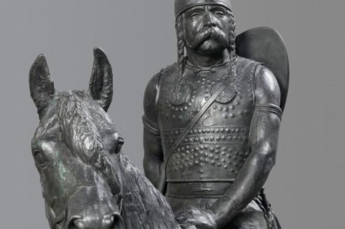 Cette statue en bronze de chef gaulois est une commande de Napoléon III en 1864.