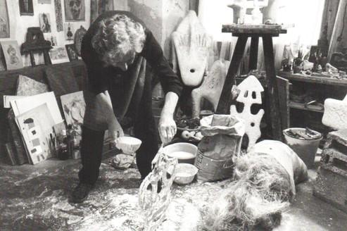 Sonja Ferlov dans son studio en 1983 (Courtesy Galerie Mikael Andersen, Copenhague)