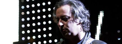 R.E.M, le guitariste Peter Buck en solo