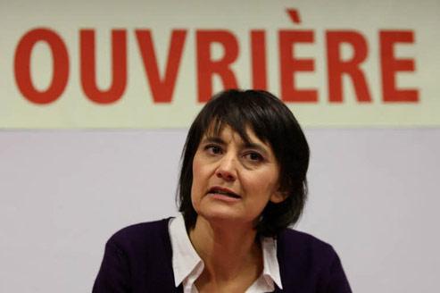 <h3><font color=''#FFFFFF''>Nathalie Arthaud (LO)</font></h3> <font color=''#FFFFFF''><b>521 parrainages</b></font> <p>Benjamine des candidats, Nathalie Arthaud, 42 ans, se revendique «seule candidate communiste révolutionnaire». Prenant la dure succession d'Arlette Laguiller, elle a bénéficié, dans la récolte des parrainages, de l'organisation militante rigoureuse de son parti trotskiste. Elle court les réunions publiques sans se préoccuper de son score final.</p>