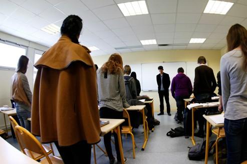 Minute de silence au collège Anne-Frank, à Lambersart, dans le nord de la France.