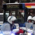 Des bus spéciaux ont été affrétés pour l'évacuation.