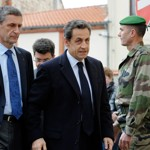 Nicolas Sarkozy arrive à la caserne de Pérignon.