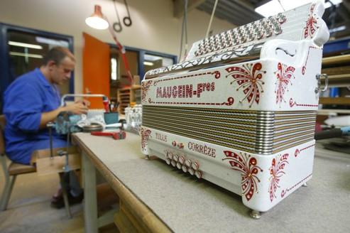 La manufacture corézienne fabrique 600 accordéons par an.