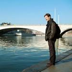 Sous le pont Bonaparte coule la Saone, tout près du quartier d'Ainay où enseigne Alexis Jenni.