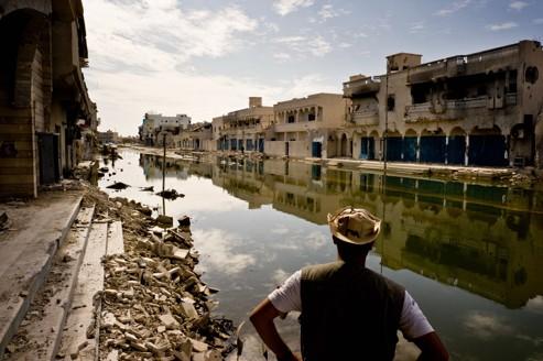 Une rue dévastée de Syrte, en novembre dernier. Selon le maire, la ville aurait perdu 30% de ses habitants.