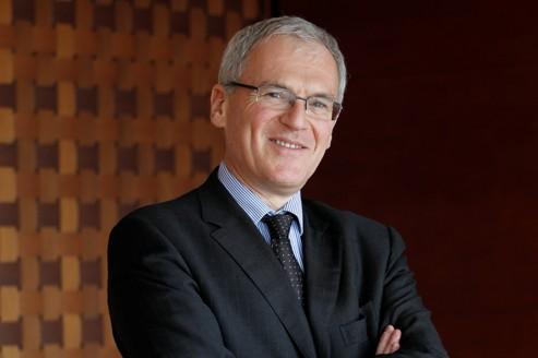 Jean-Bernard Lévy <i>(notre photo)</i>, président du directoire de Vivendi, prend temporairement la direction de SFR, en attendant «l'oiseau rare» en remplacement de Frank Esser.