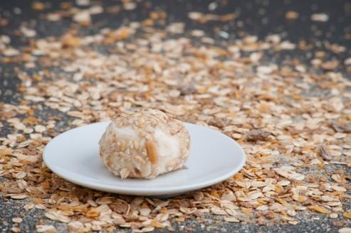 David Edwards, un professeur de Harvard, lancera fin mai sa nouvelle technologie baptisée WikiCells, qui consiste à emballer les aliments dans une membrane composée d'ingrédients naturels, comme des fruits, des légumes ou des céréales.