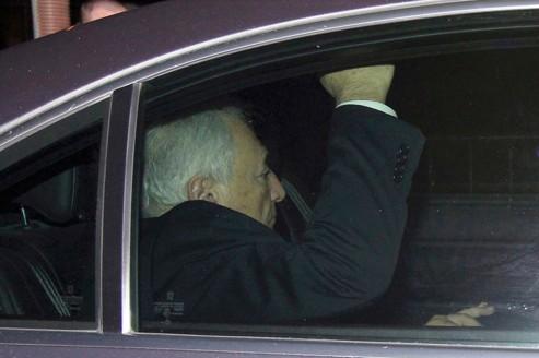 DSK sort du palais de justice, lundi soir.