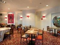 Restaurant de la résidence pour personnes âgées Domitys du parc Belmont, à Tours.