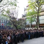 Les élèves saluent la mémoire de Descoings