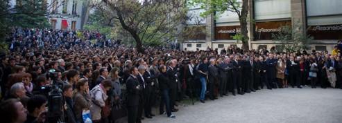 Les élèves saluent la mémoire du directeur de Sciences Po